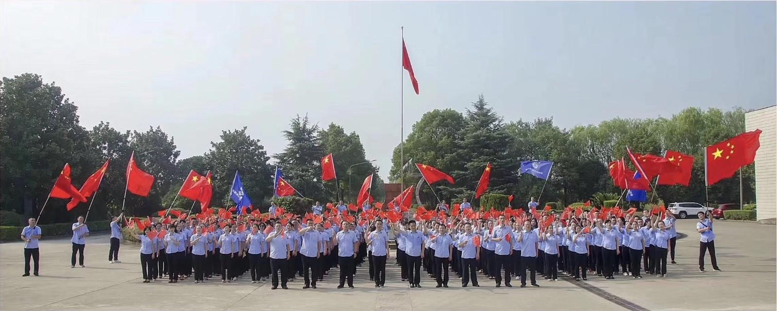 水务员工向国庆七十周年献礼.jpg